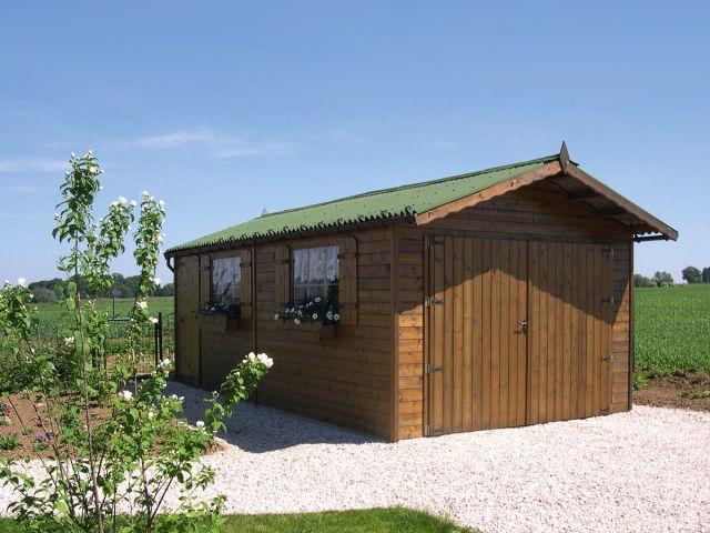 Garage classique en bois avec espace abri de jardin