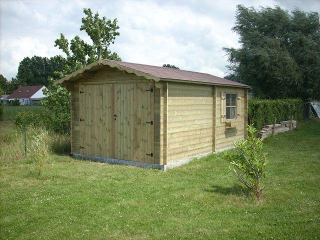 Garage classique indépendant en bois avec double porte