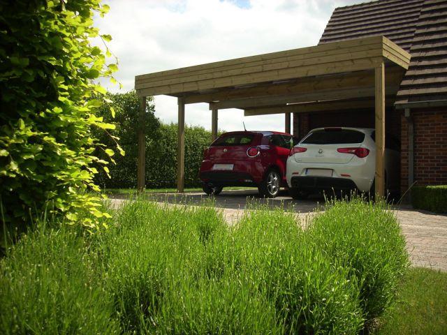 Houten carport met plat dak