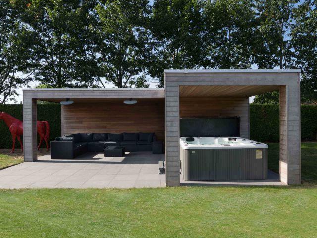 Modern poolhouse met lounge en jacuzzi