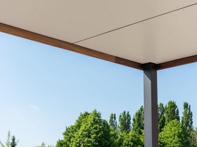 Trespa plafond van houten pergola