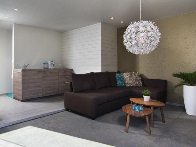 Poolhouse met lounge en keuken