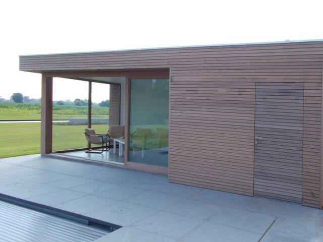 Modern poolhouse in Moabi
