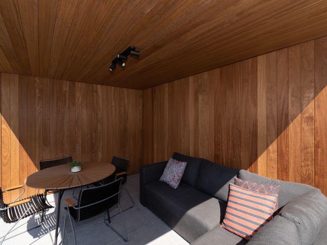 Poolhouse Overdekt Loungegedeelte met irokowanden