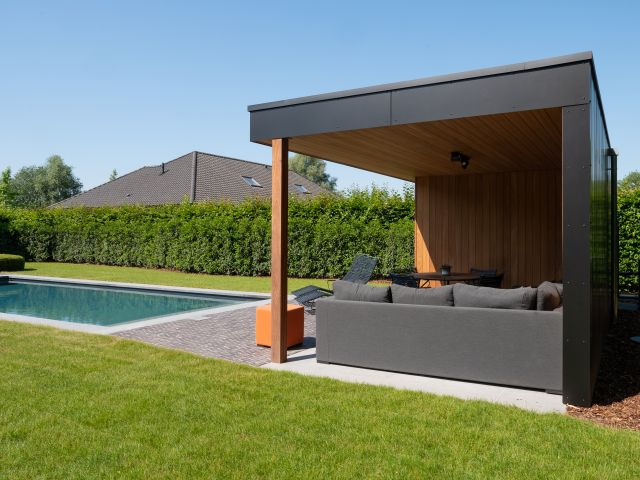 Poolhouse met loungehoek
