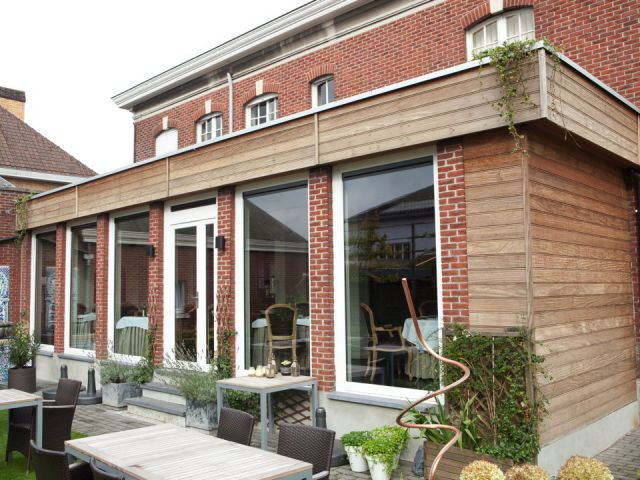 Uitbouw veranda in hout voor restaurant