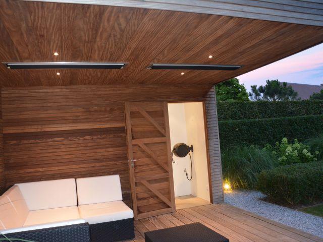 Poolhouse met geïntegreerde spots en heatstrips