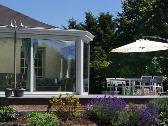Véranda en aluminium avec terrasse