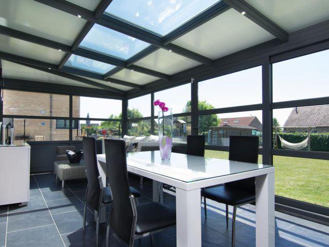 Aluminium veranda met geïntegreerde spots