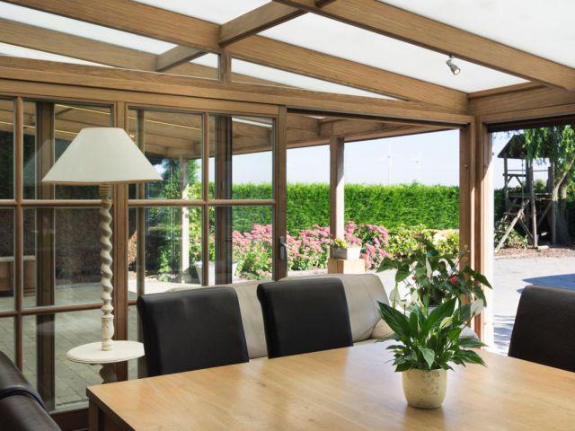 Houten veranda met terrasoverkapping