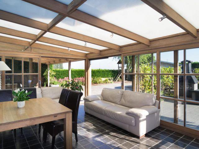Houten veranda met overdekt terras op maat