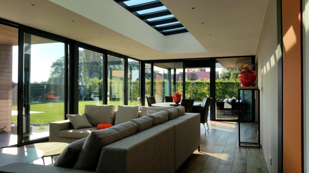 Veranclassic woonveranda in hout en aluminium - Veranda met dakraam ...