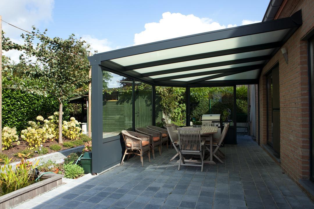 veranclassic half gesloten pergola in aluminium. Black Bedroom Furniture Sets. Home Design Ideas