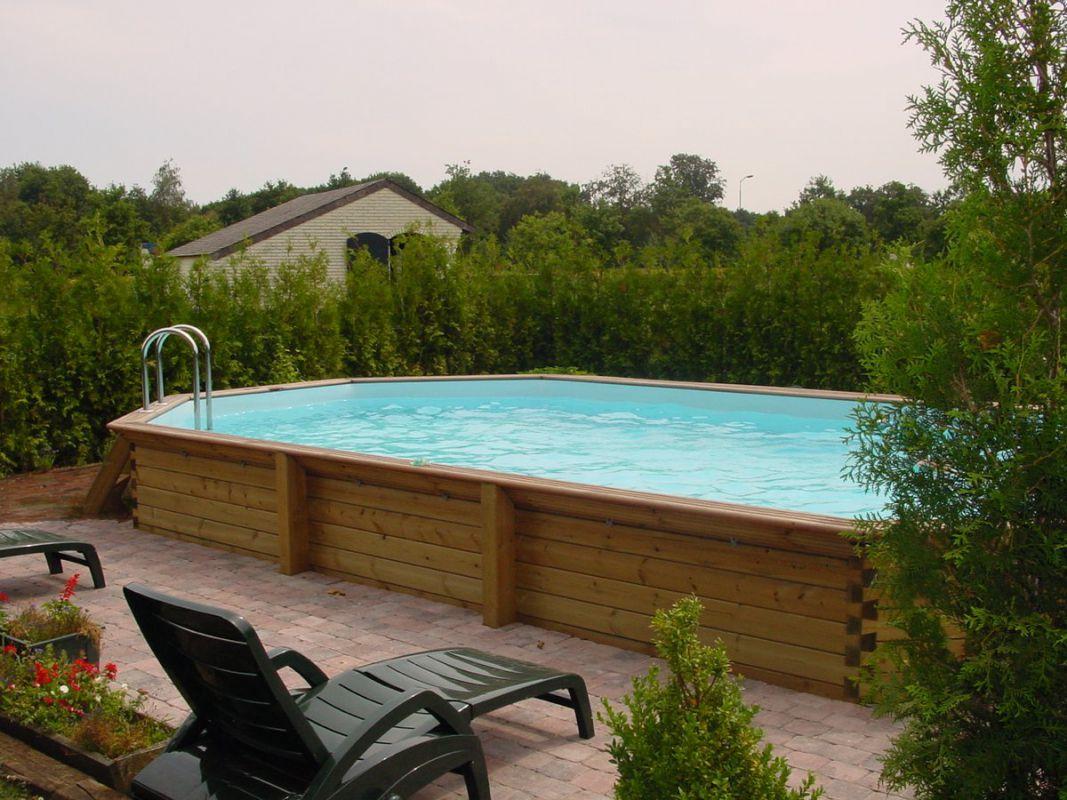 veranclassic geniet van een houten zwembad