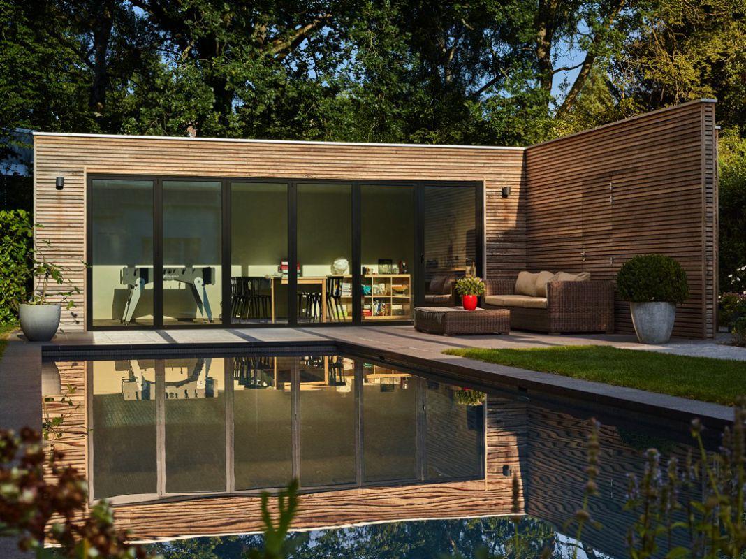 Veranclassic pool house en padouk for Piscine pool house des idees
