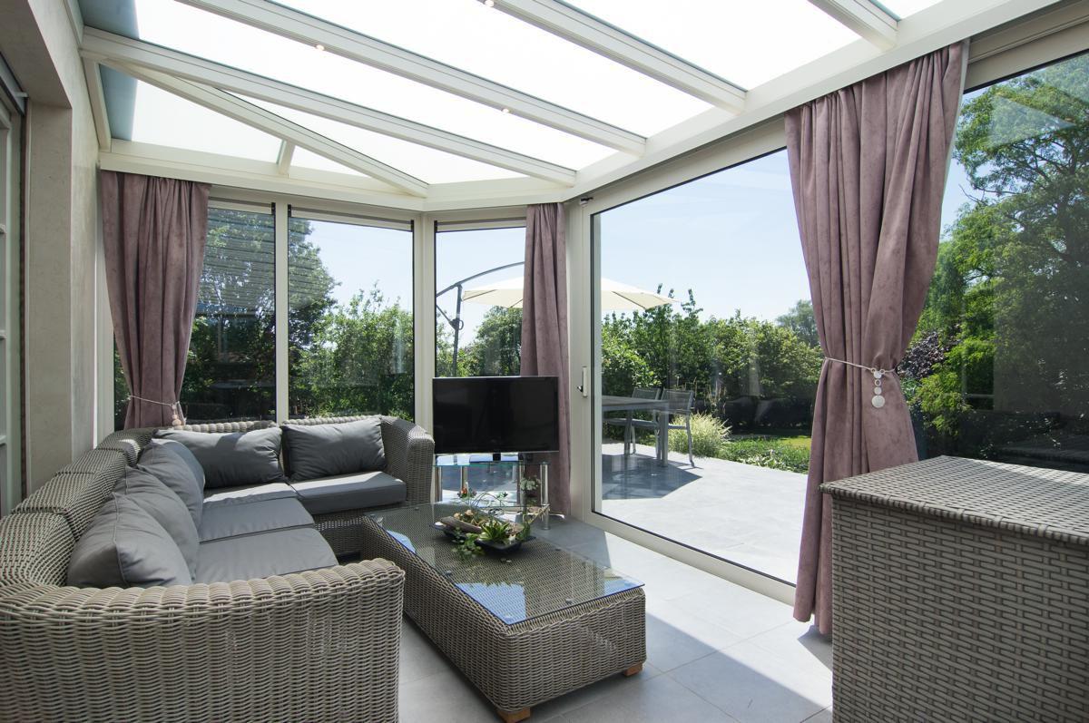 Veranclassic klassieke veranda in aluminium - Veranda met dakraam ...