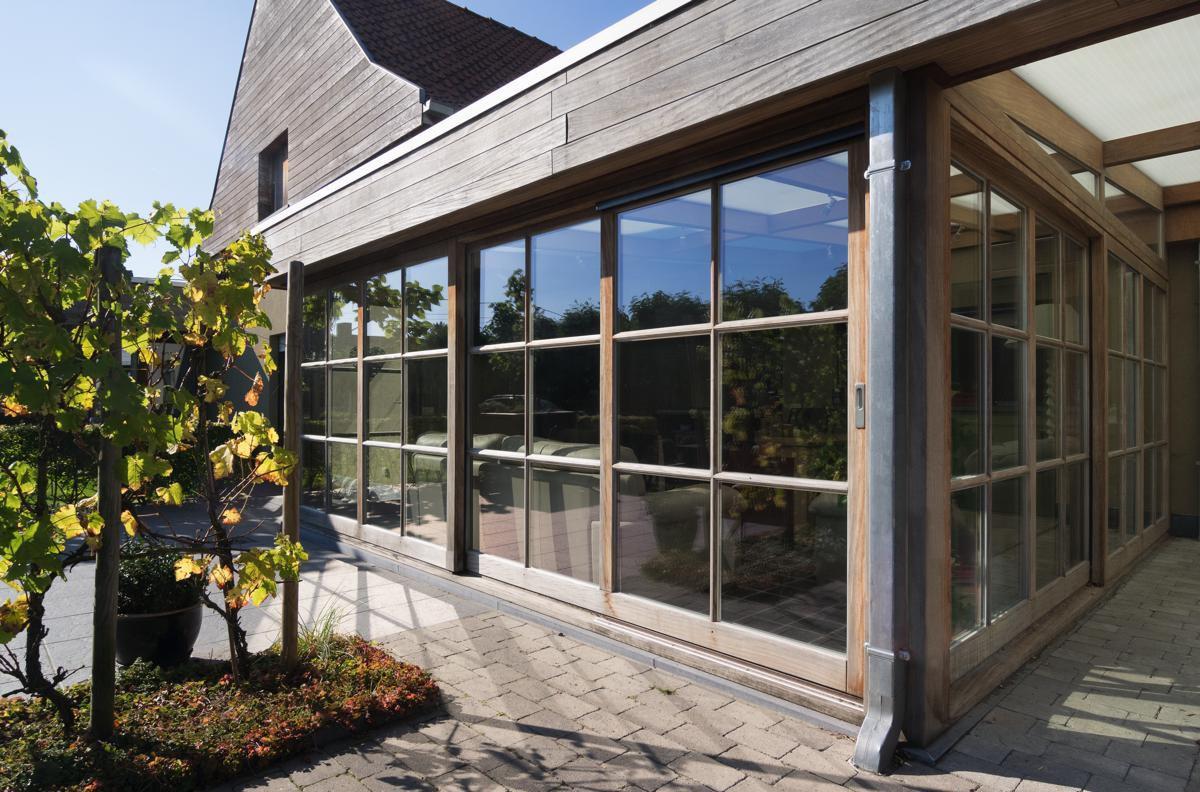 Op maat in exotisch hout afrormosia with klassieke veranda for Prijs veranda